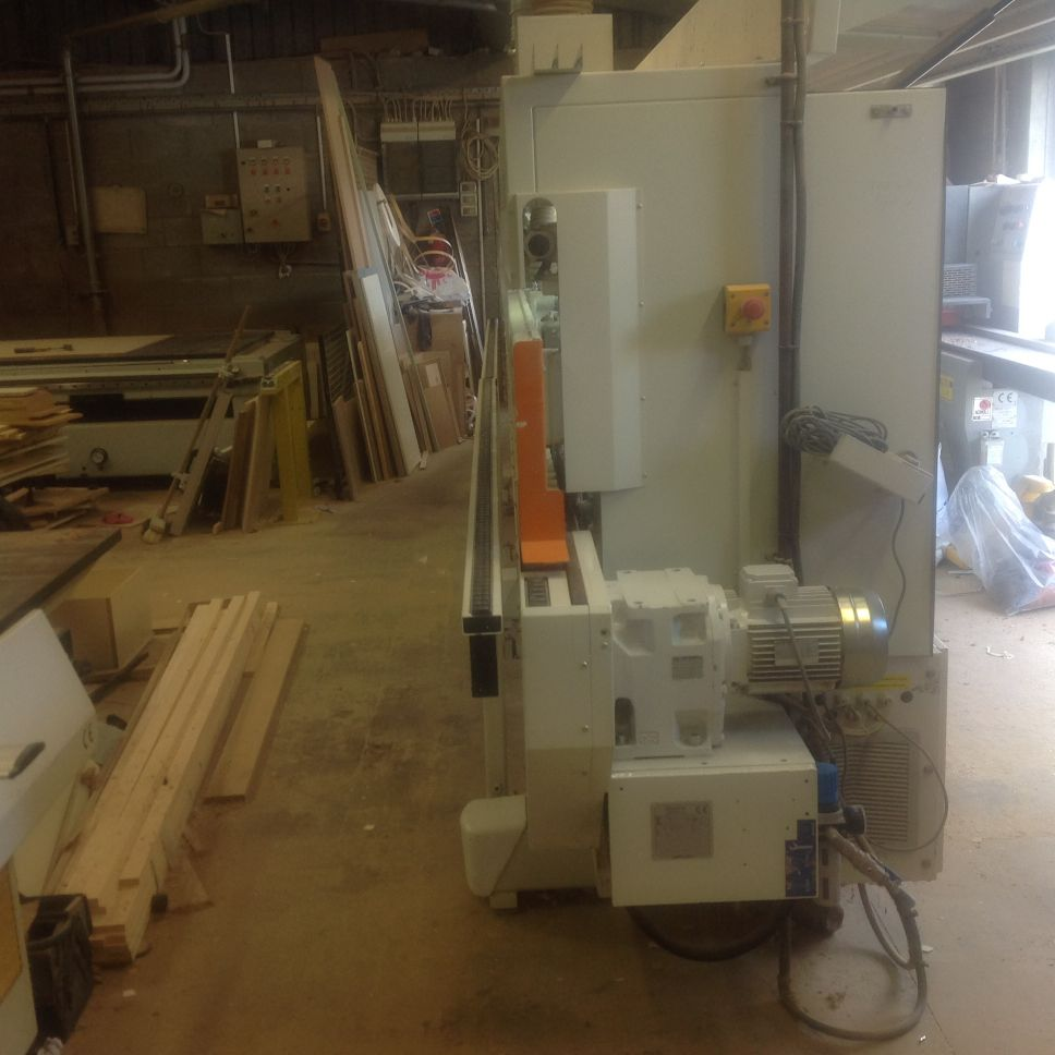Glue station with reversible roller for solid Double cut off saws that ...